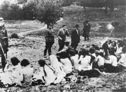 Babi yar women lined up to be executed